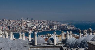 Törökországban napi 1400 közelében az új fertőzöttek száma
