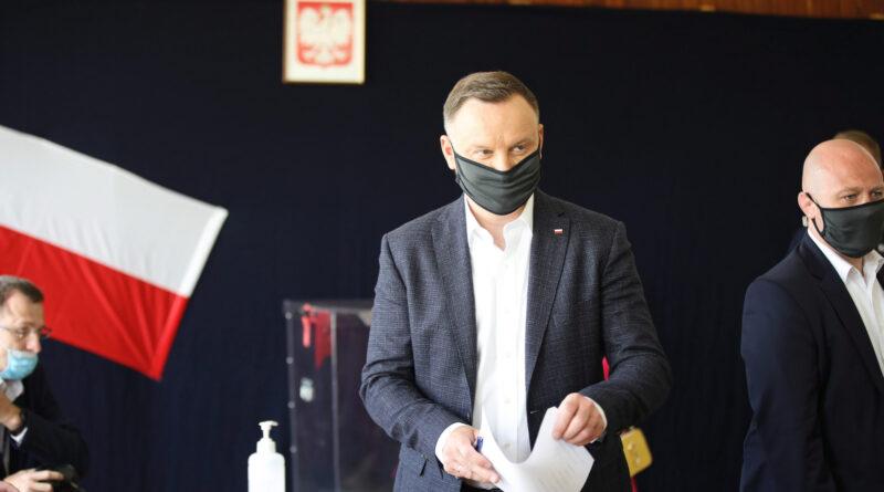Lengyel elnökválasztás: a felmérések szerint Andrzej Duda nyerte az első fordulót