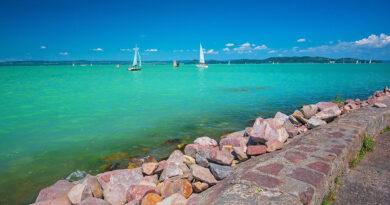 Baj van a Balaton vizével