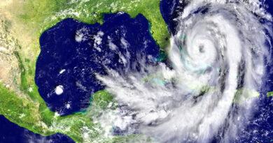 Csökkent a Laura hurrikán ereje, de így is katasztrofális következmények várhatók