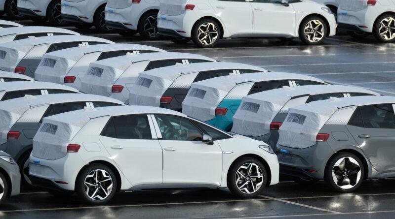 Optimisták a Volkswagen-kereskedők: Gyorsan megelőzzük a Teslát!
