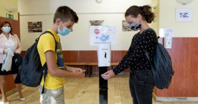 Új rekordon a koronavírus-járvány Magyarországon, napokon belül jöhet a nagy robbanás