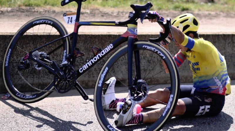 Videó: óriásit bukott a kolumbiai bajnok a Tour de France-on