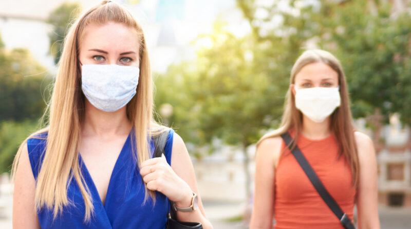 Koronavírus: elkaszálták a maszk- és oltásellenesek népszavazását