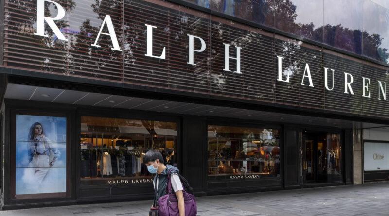A luxusiparba is begyűrűzött a koronavírus, ezreket bocsát el a Ralph Lauren