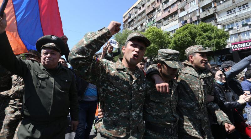 Rendkívüli állapotot hirdetett és teljes mozgósítást rendelt el Örményország