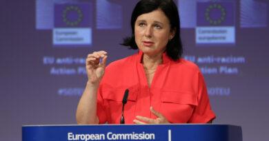 Azonnali lemondásra szólította fel Varga Judit a jogállamisági jelentésen dolgozó uniós biztost