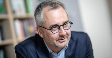 Barabási Albert-László: jövő nyárig nem áll vissza az élet a normális kerékvágásba