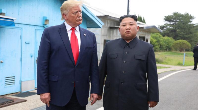 Egy soha nem látott szörnyű fegyvert is bemutatott a mai nagyon furcsa katonai parádén Észak-Korea