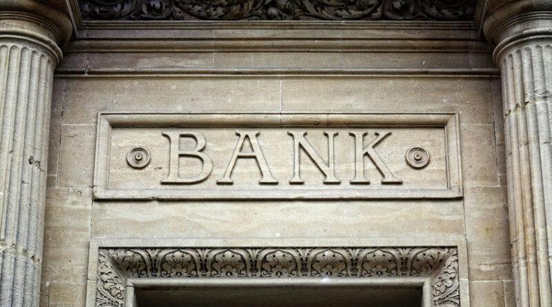 A járvány áldozatai: ezrével hívják haza a londoni bankok a mediterrán villáikból távdolgozó munkatársaikat
