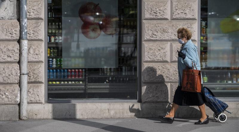 Magyarország is azonnali hatállyal szigorít: még több helyen lesz kötelező a maszkviselés