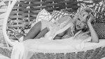Így főz egy szál bugyiban és melltartóban Pamela Anderson – videó