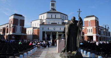 Távozott posztjáról a pedofília eltussolásával gyanúsított püspök