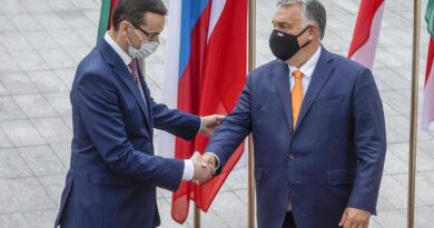 A lengyel miniszterelnök is vétóval fenyegetőzik az EU jogállamisági mechanizmusa miatt