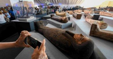 Több mint 100 érintetlen szarkofágot találtak Egyiptomban