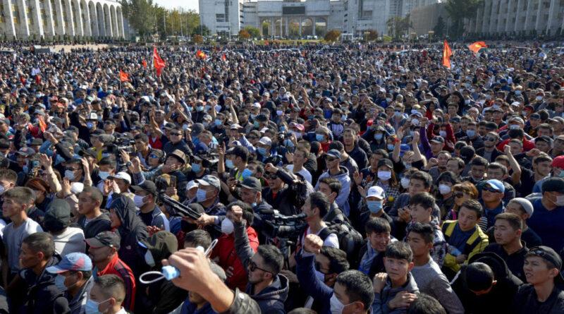 Rálőttek a volt kirgiz elnök autójára