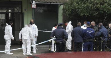 Megpróbálják felébreszteni a mesterséges kómából az Újpesten megkéselt rendőrt