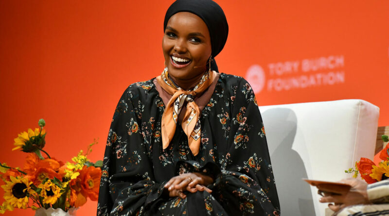Otthagyja a kifutót a világ első hidzsábos szupermodellje, mert túl sokszor kellett feladnia munkája miatt vallási elveit