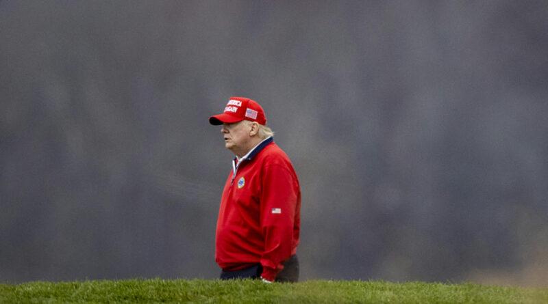 Trump az ellene hozott intézkedések közül állítólag a golfpályájának kizárásától lett a legdühösebb