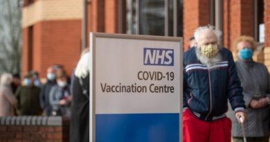 Büntetendő, ha valaki negatív koronavírusteszt nélkül érkezik Angliába