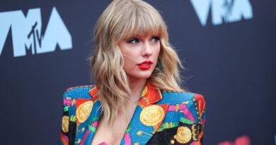Március közepére halasztották a Grammy-díjátadót