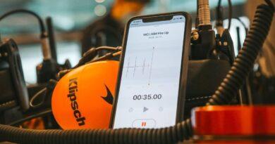 F1: beindították az új McLaren-Mercedest – videó