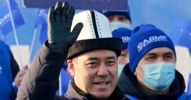 Októberben szabadították ki hívei a börtönből, most megnyerte a kirgiz választást