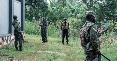 Választás Ugandában: katonák szállták meg az ellenzéki jelölt otthonát