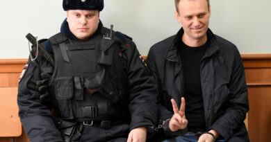 Navalnij irodáiban és lakásában razziáztak az orosz rendőrök