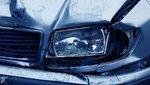 Brutális baleset: 6 sávot átszelve akadt meg a korláton egy motorossal ütköző autó Budapesten