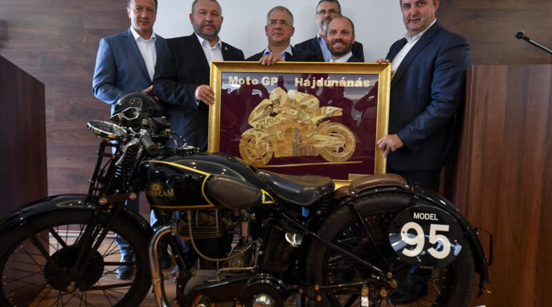 Több mint 44 milliárdot fizet a kormány a Superbike motorversenyekért
