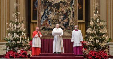 A pápa a karantén miatt családi erőszakot elszenvedő nőkért is imádkozott