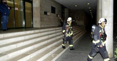 A Jobbik szerint csak véletlenül robbant be a füstbomba a képviselői irodaházban