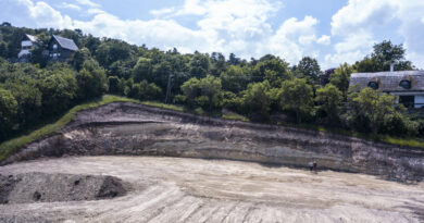 500 ezer forintos természetvédelmi bírságot kapott az ember, aki elhordta Tihanyban a fél hegyet