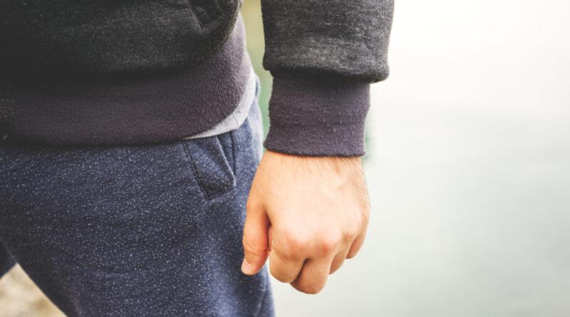 Felvette a mobiljára két budapesti férfi, hogyan könyörög nekik a bosszúból félholtra vert ismerősük