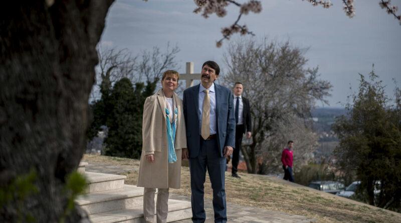 Koronavírus miatt árván maradt gyereknek hoz létre alapítványt Áder János és felesége
