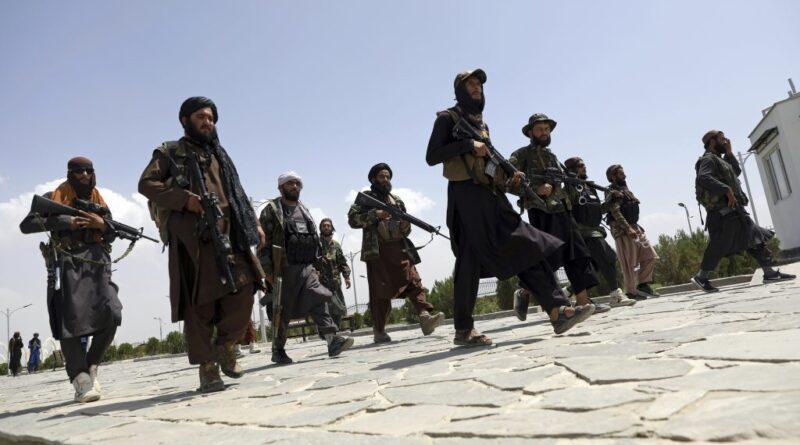 A tálibok szabadon engedtek 145 kommandóst
