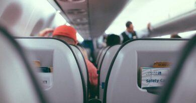 Holtan találták meg a repülőn a válogatott focistát