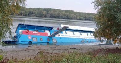 Elsüllyedt egy állóhajó Romániában, amit nemrég a munkaügyi miniszter avatott fel